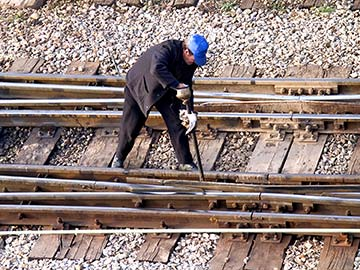 This rail worker faces many dangers every day. If you have been injured while working for a railroad company, call an Amarillo FELA attorney now.